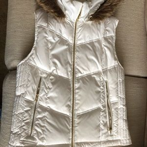 Guess white puffy vest fur hoodies M